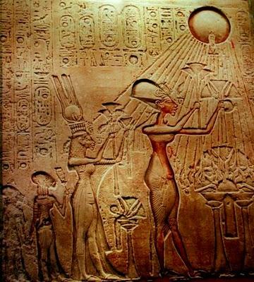 Guardare fisso il Sole Akhenaton
