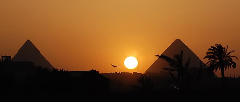 Guardare fisso il Sole piramidi