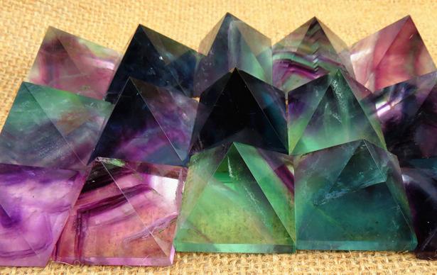 Piramidi E Onde Di Forma piu