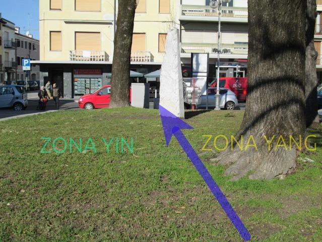 foto Menhir di Piazza Matteotti 682