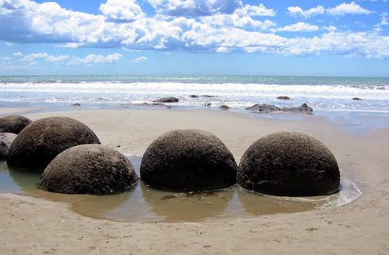 Luoghi ad Alta Energia Le Sfere litiche di Moeraki - Nuova Zelanda