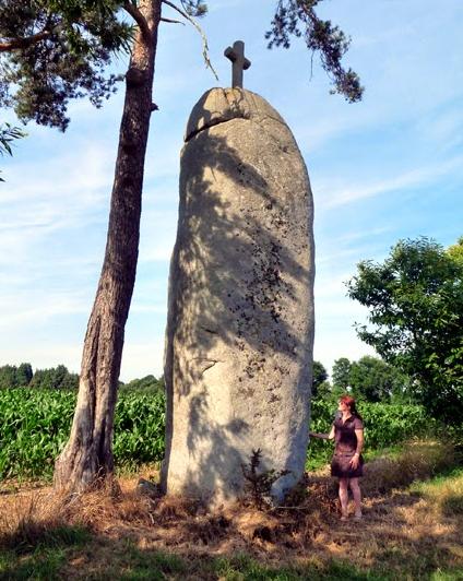 """Luoghi ad Alta Energia Menhir """"La Butte"""" vicino a Combourg - Francia"""
